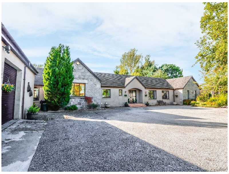 Stone Gables a british holiday cottage for 13 in ,