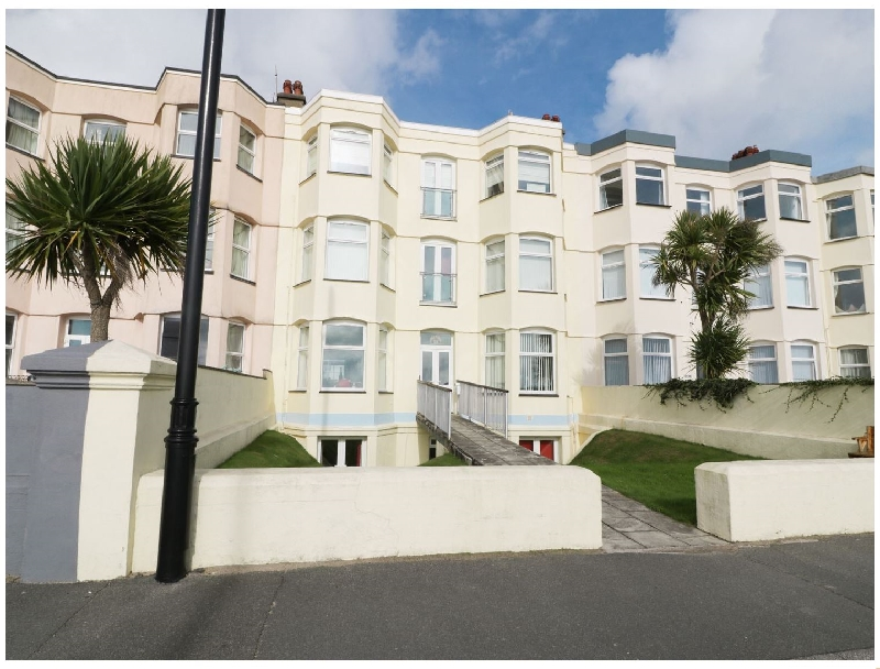 Apartment 3 Marian Y Mor a british holiday cottage for 6 in ,