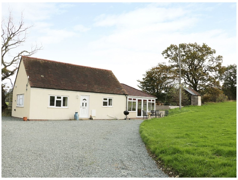 Blackhurst Bungalow a british holiday cottage for 6 in ,