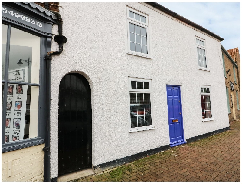 Cottage on the Square a british holiday cottage for 4 in ,