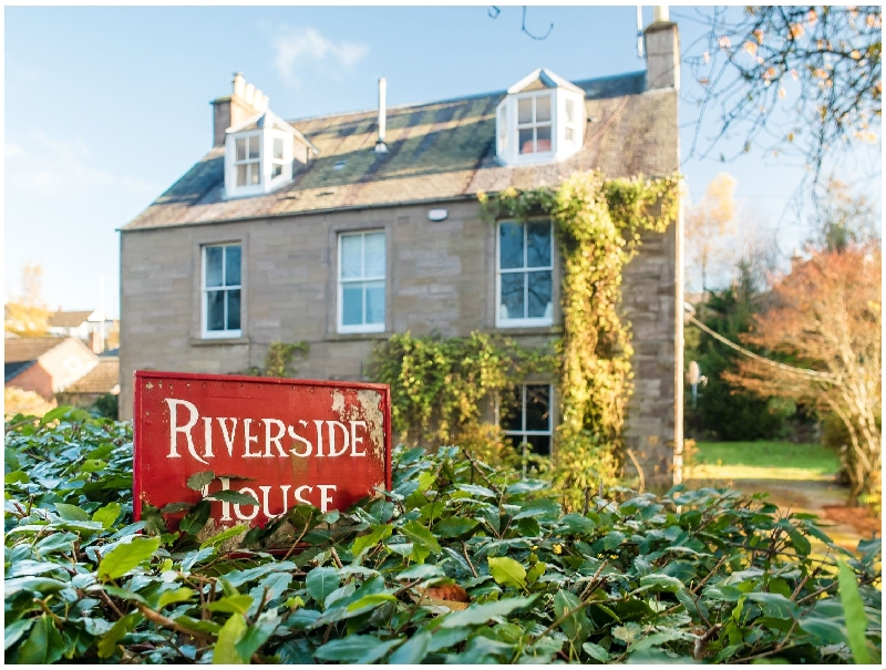 Riverside House a british holiday cottage for 10 in ,