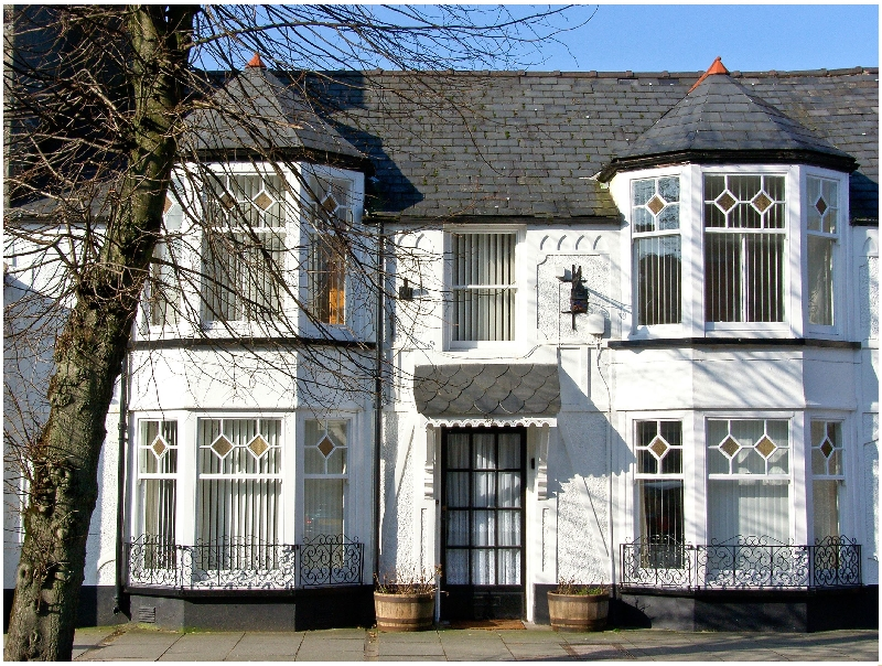 The Little White House a british holiday cottage for 12 in ,