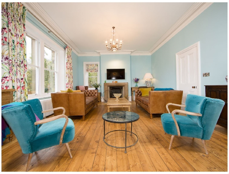 Queen Ann's Close a british holiday cottage for 16 in ,