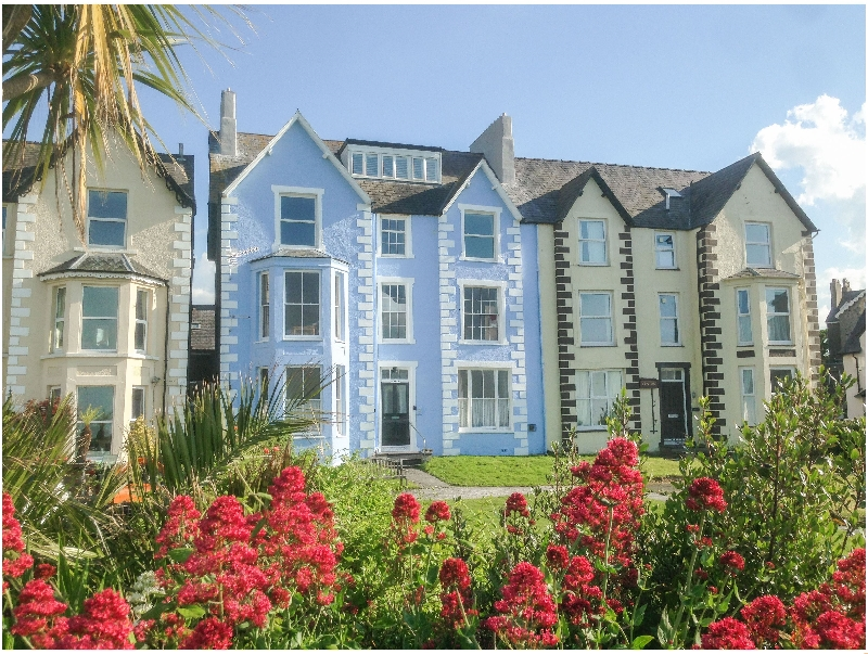 Sea View Apartment a british holiday cottage for 6 in ,