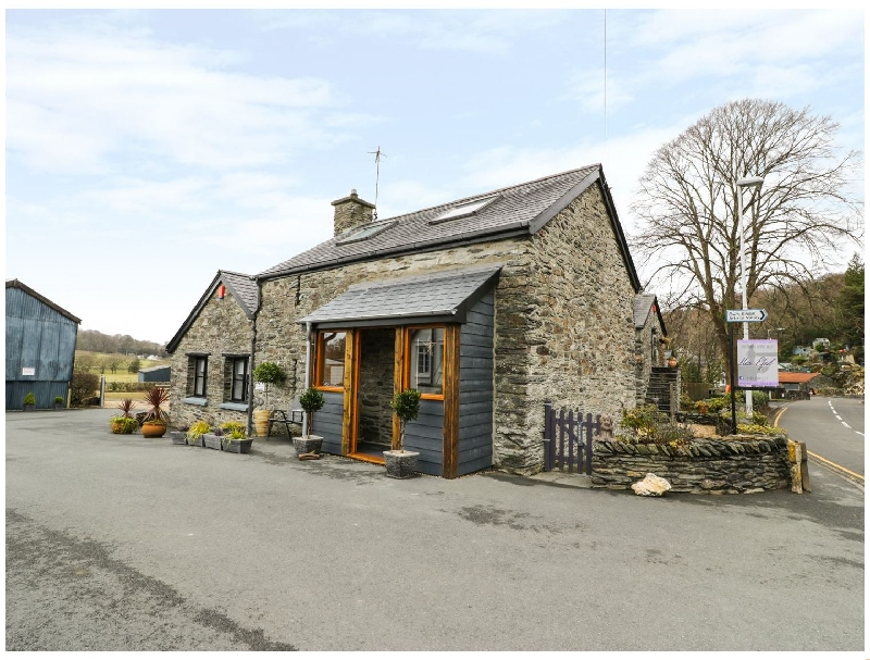 Efail Bach a british holiday cottage for 2 in ,