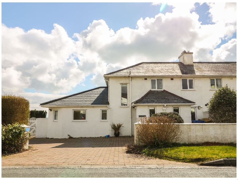 The Beach House Criccieth a british holiday cottage for 10 in ,