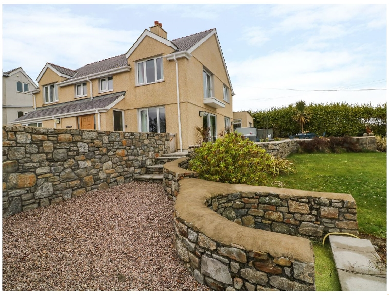 Bryn y Don a british holiday cottage for 12 in ,