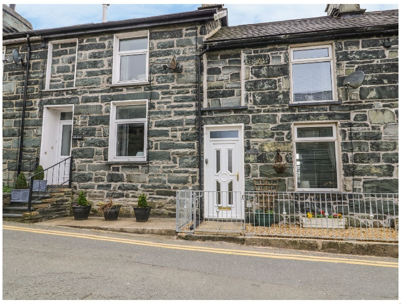 8 Pen Y Garreg a british holiday cottage for 4 in ,
