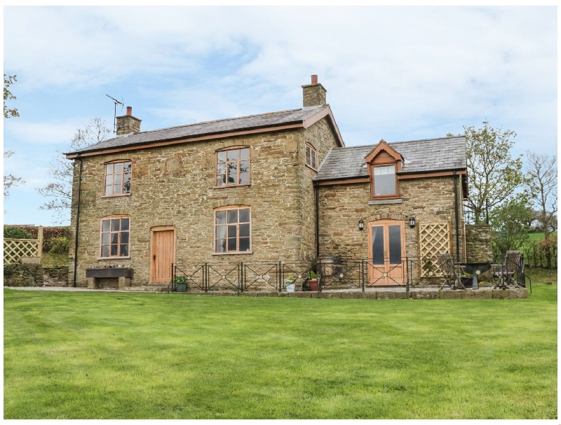 Mertyn Crewe a british holiday cottage for 8 in ,
