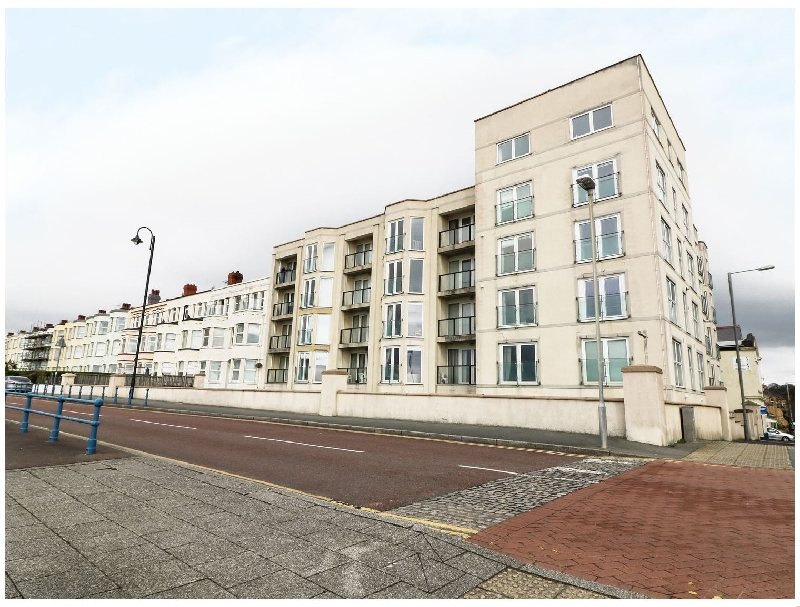 The Penthouse-Pwllheli a british holiday cottage for 8 in ,