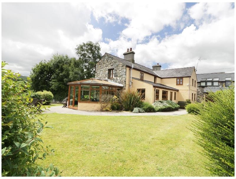 Ddol Helyg Farmhouse a british holiday cottage for 14 in ,