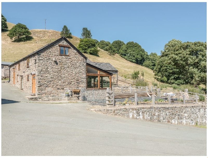 The Owl House a british holiday cottage for 12 in ,