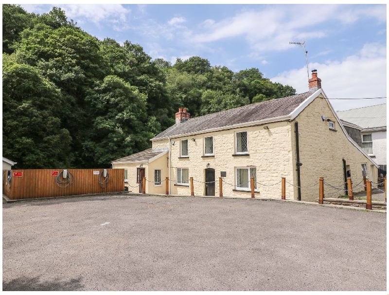Old Tredegar Arms a british holiday cottage for 16 in ,