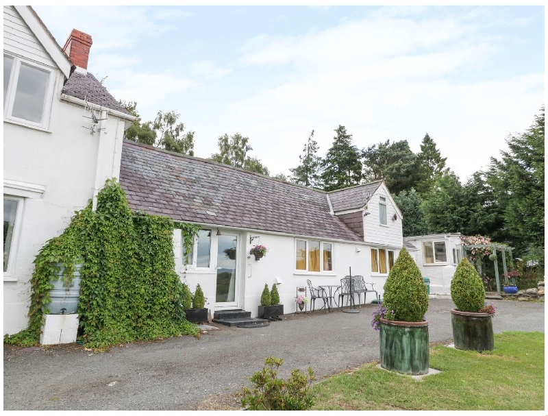 Ysgubor Wen a british holiday cottage for 2 in ,
