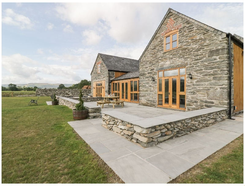 The Barn a british holiday cottage for 10 in ,
