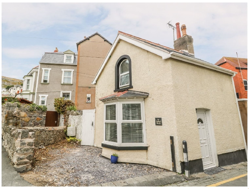 Ty Cornel Bach a british holiday cottage for 2 in ,