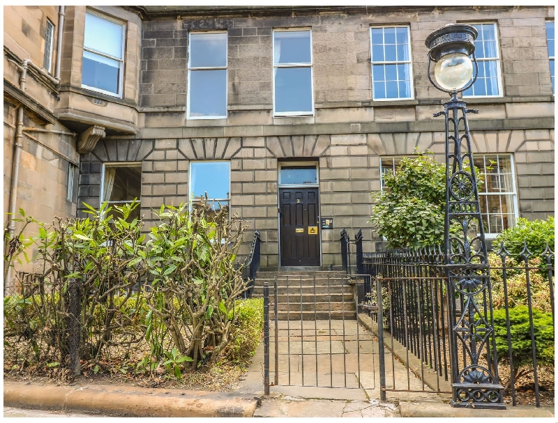 3 Lynedoch Place a british holiday cottage for 2 in ,