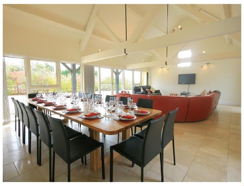 Albion Barn a british holiday cottage for 12 in ,