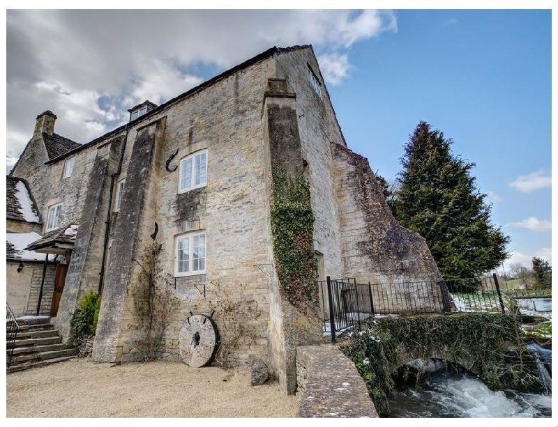 Arlington Mill a british holiday cottage for 12 in ,