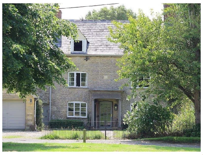 Clements House a british holiday cottage for 10 in ,