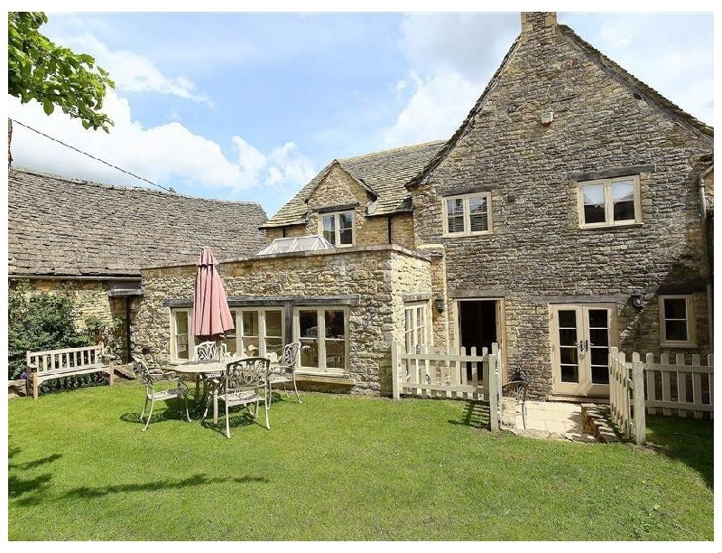 Coach House Burford a british holiday cottage for 6 in ,