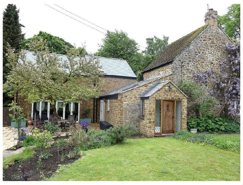 Gladstone Cottage a british holiday cottage for 8 in ,