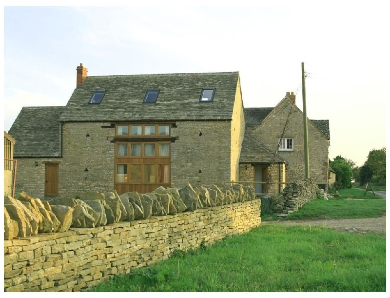 Harvest Barn a british holiday cottage for 12 in ,