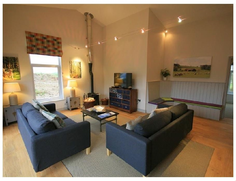 Walnut Barn a british holiday cottage for 8 in ,