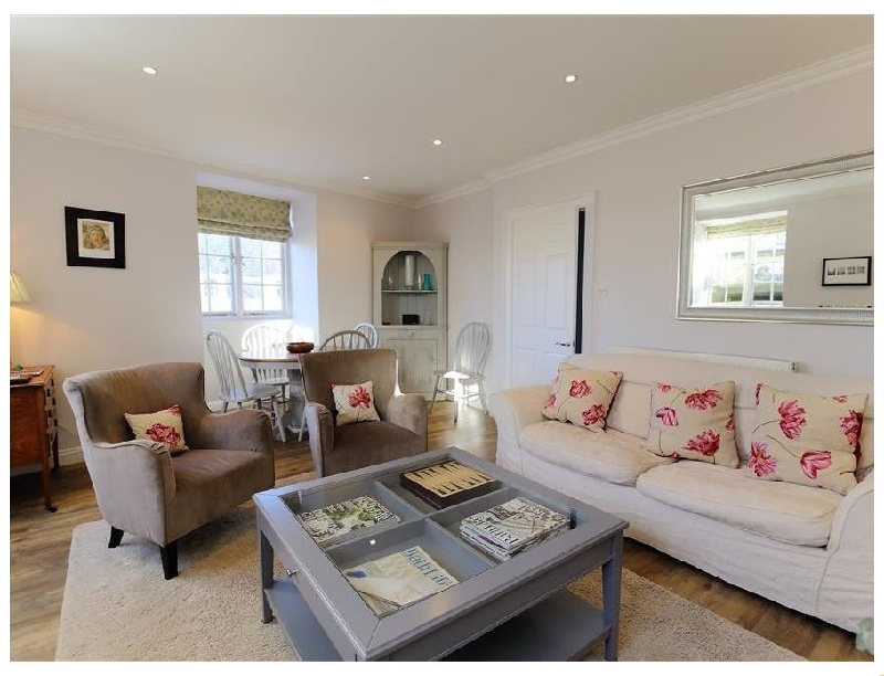 Circus House Apartment a british holiday cottage for 4 in ,