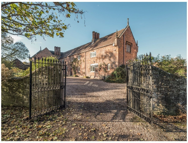 Wyvern House a british holiday cottage for 8 in ,