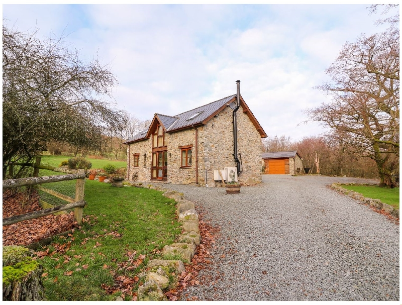 The Carnau Lodgings a british holiday cottage for 5 in ,