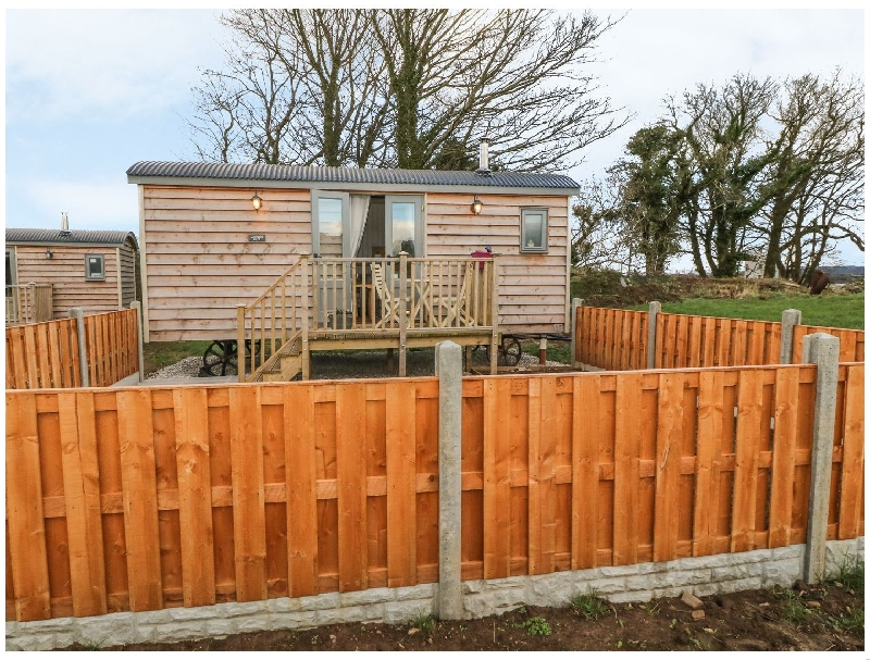 Cassie's Shepherd's Hut a british holiday cottage for 2 in ,