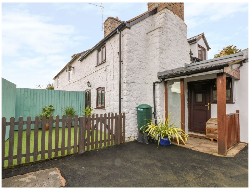 Cross House Cottage a british holiday cottage for 3 in ,