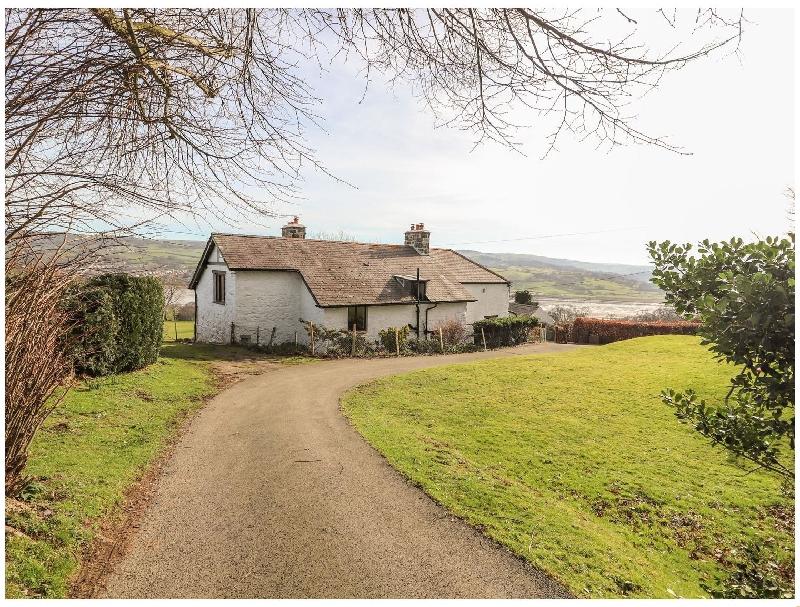 Cymryd Uchaf a british holiday cottage for 8 in ,