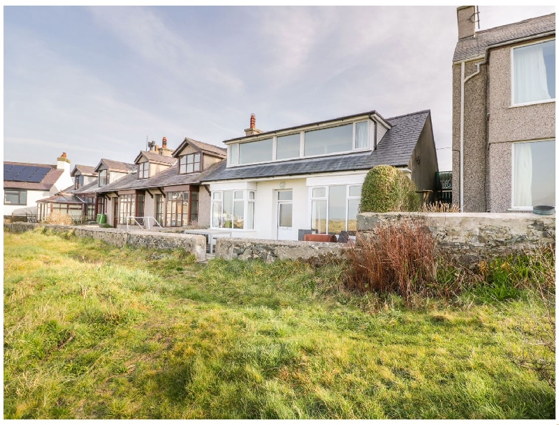 Glan Traeth a british holiday cottage for 8 in ,