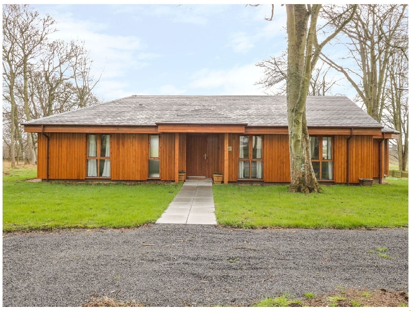 Blackadder Lodge a british holiday cottage for 6 in ,
