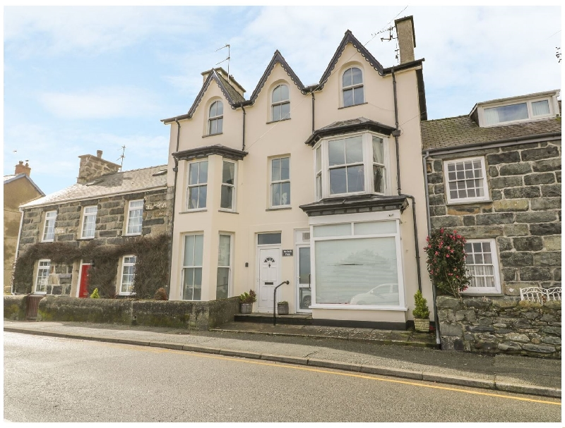 Harlech View a british holiday cottage for 8 in ,
