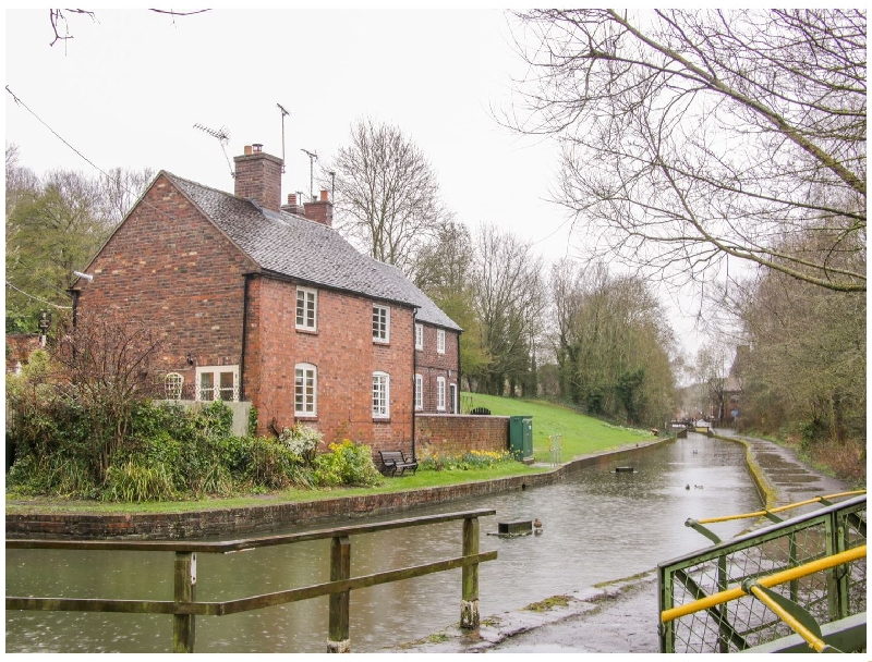Tub Boat Cottage a british holiday cottage for 2 in ,