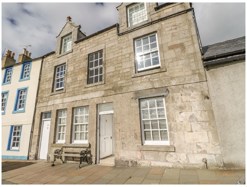 Maimie's Harbourview a british holiday cottage for 8 in ,
