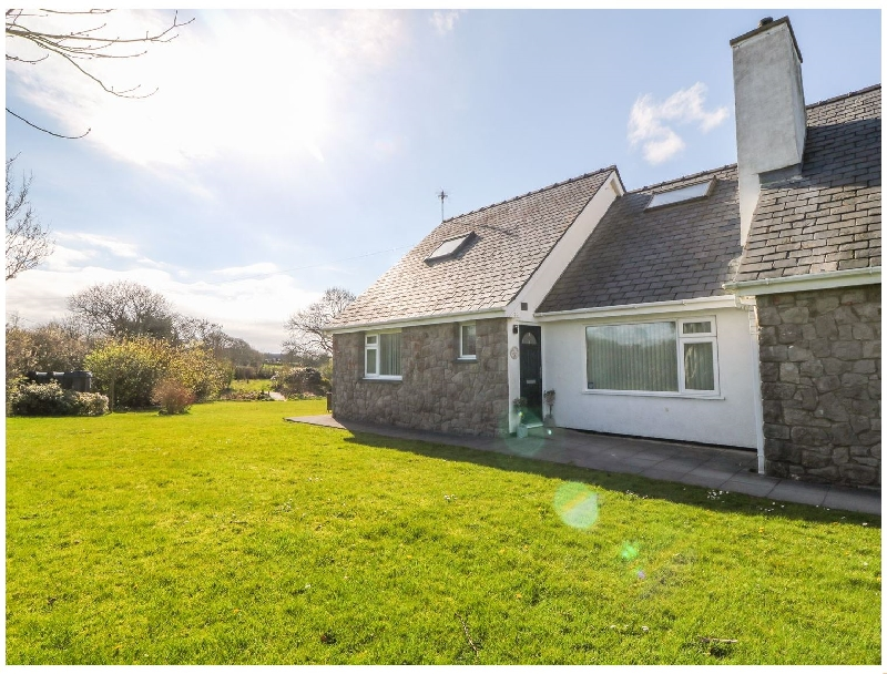 Llain Bach a british holiday cottage for 4 in ,
