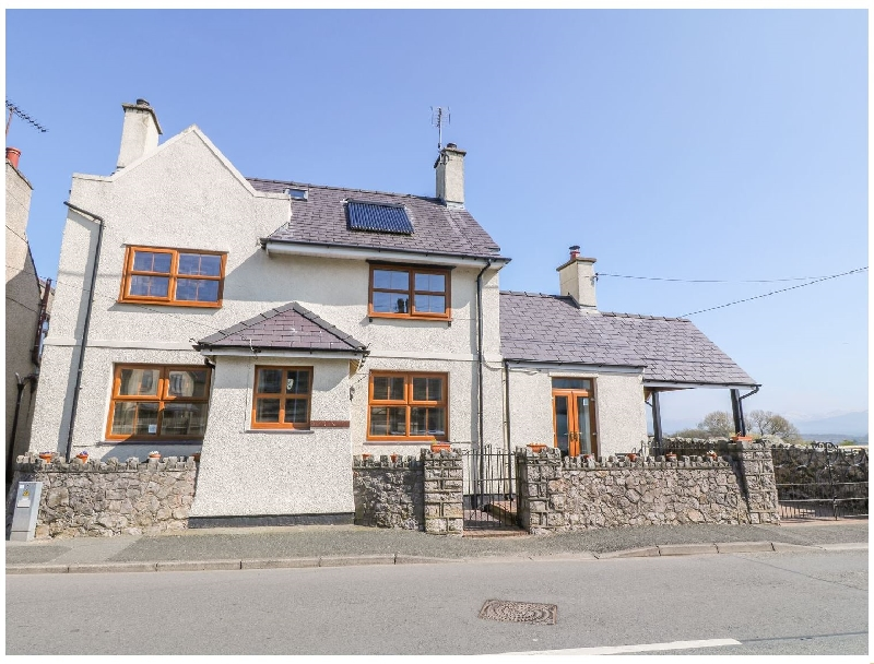 Moranedd a british holiday cottage for 8 in ,