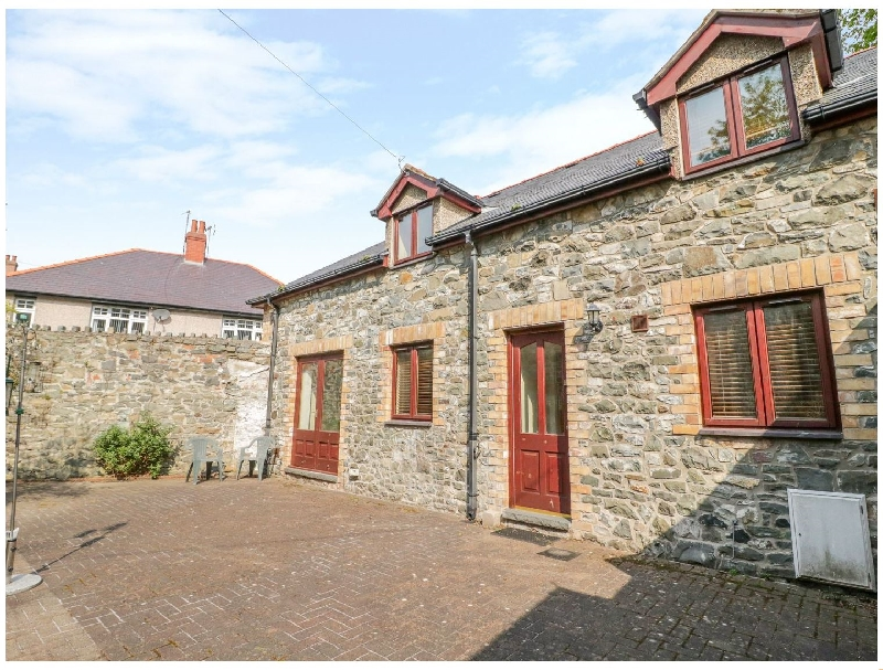 2 Hwyrfryn Stables a british holiday cottage for 6 in ,
