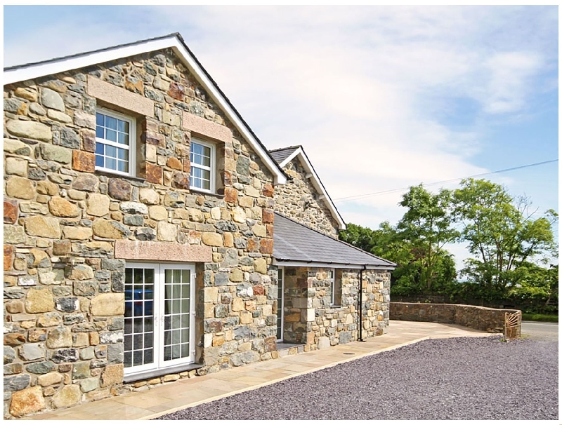 Cennin a british holiday cottage for 6 in ,