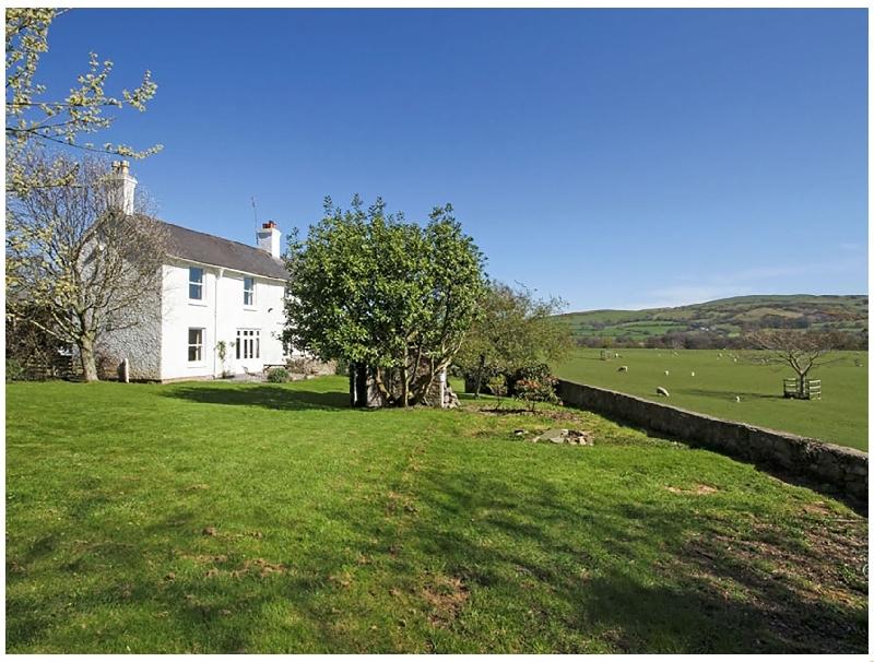 Derwas a british holiday cottage for 11 in ,