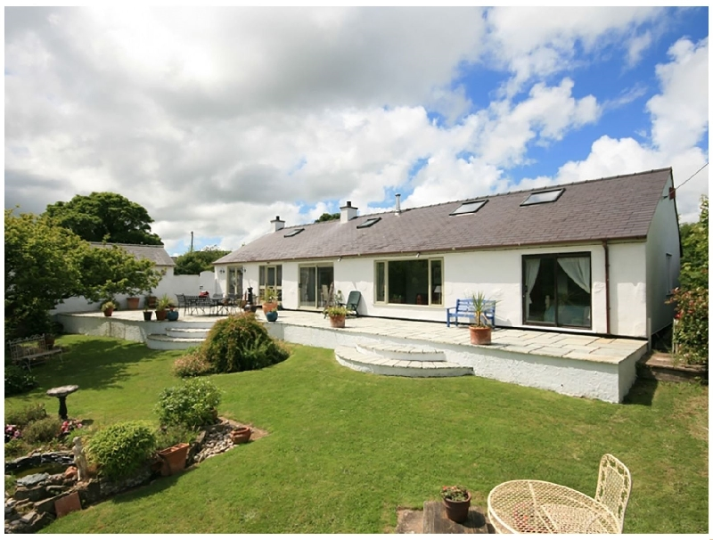 Ty'n Cae a british holiday cottage for 8 in ,