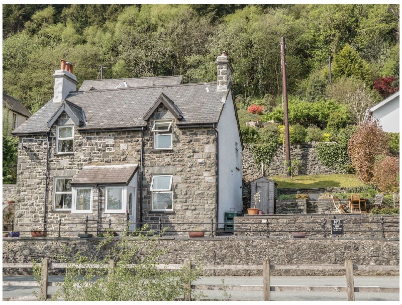 2 Tan Y Fedw a british holiday cottage for 3 in ,