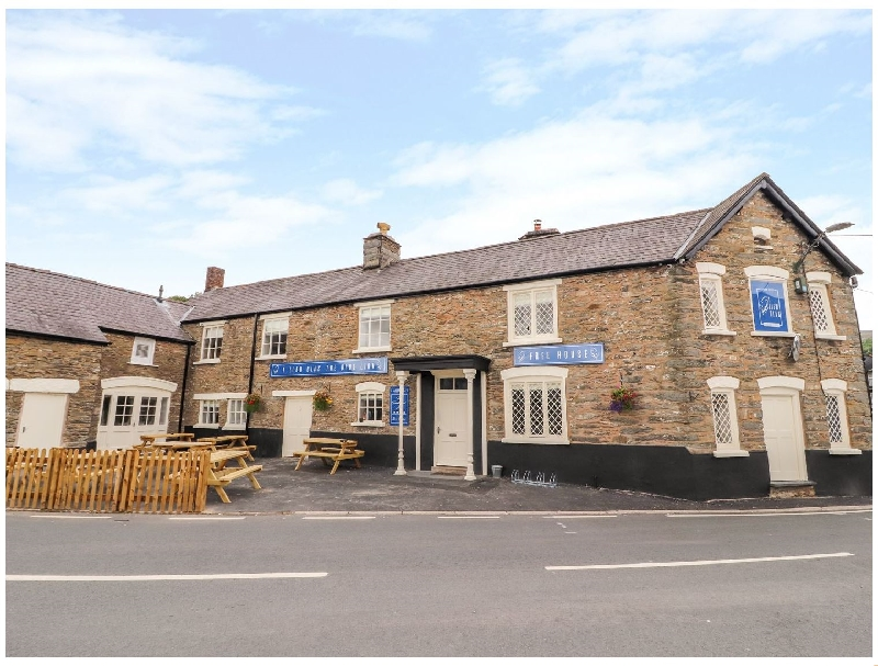 Blue Lion Hotel Apartment a british holiday cottage for 6 in ,
