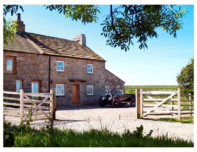 Lower Croasdale Farmhouse a british holiday cottage for 8 in ,