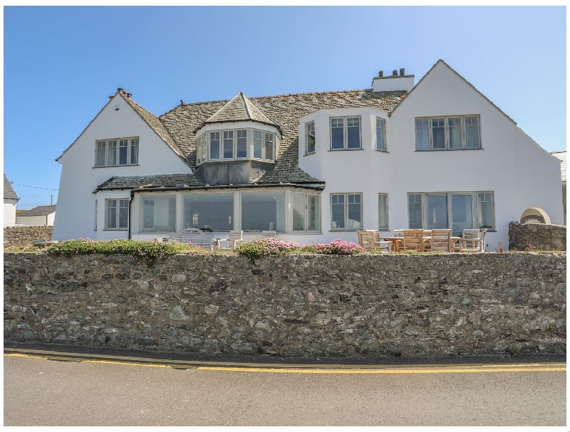 Oonavara a british holiday cottage for 11 in ,