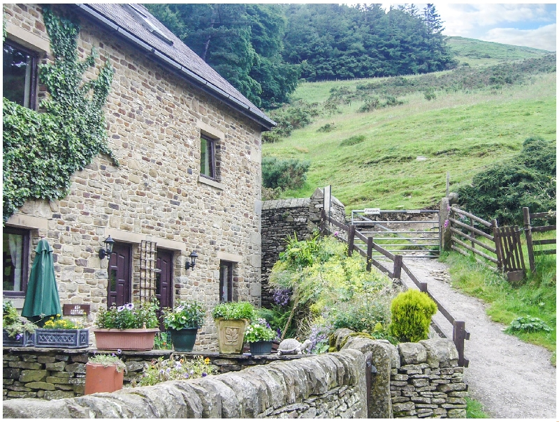 Ash  Cottage a british holiday cottage for 8 in ,